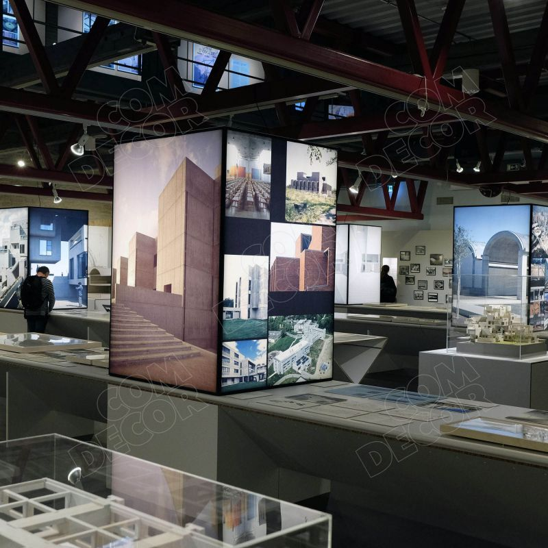 Valolaatikot näyttelyä varten