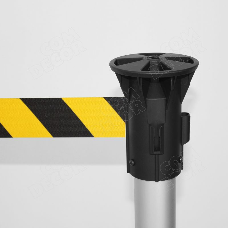 Barrier pole with barrier belt