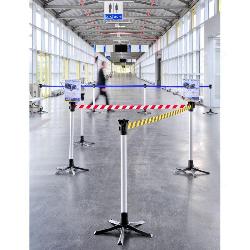 Belt barrier with poles